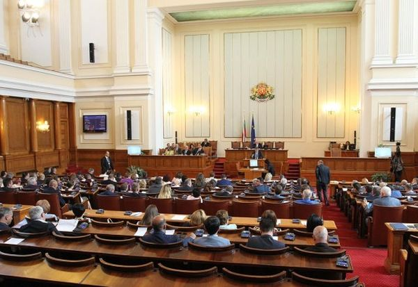Гласуват бюджета на НЗОК на извънредно заседание в парламента
