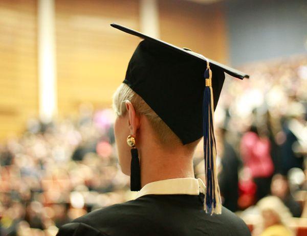 Връчват дипломите на 340 абсолвента от МУ-София