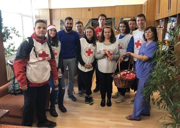 """Дарение и коледни подаръци получи Клиниката по детска хирургия на УМБАЛ """"Свети Георги"""" - Пловдив"""