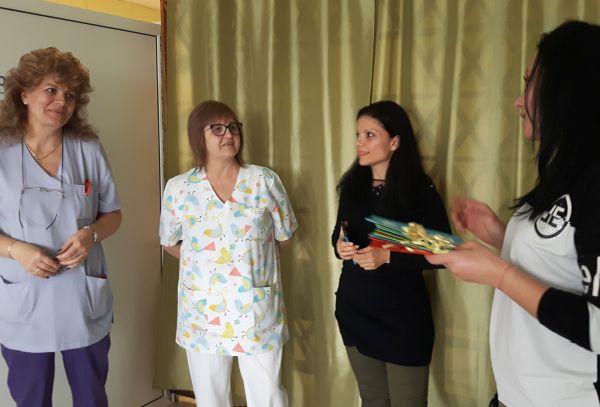 Деца записаха коледен поздрав за лекари и пациенти на УМБАЛ Бургас