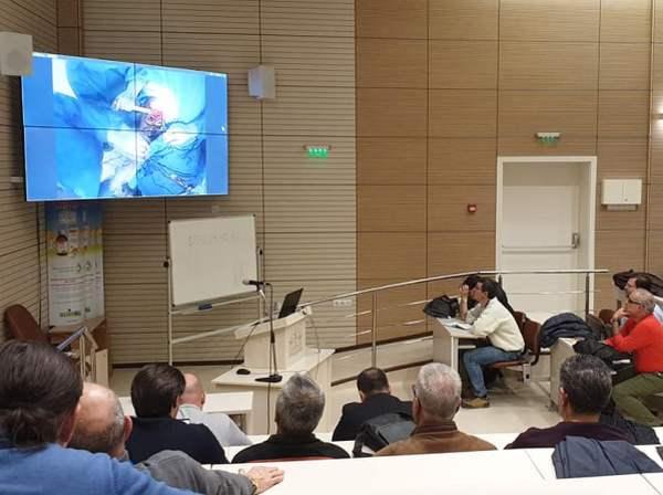 Операция на живо по време на първия курс за поставяне на раменна става у нас