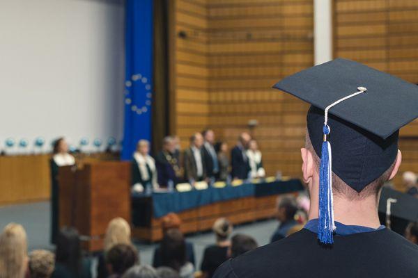 340 абсолвенти от Факултета по обществено здраве на МУ-София получиха своите дипломи