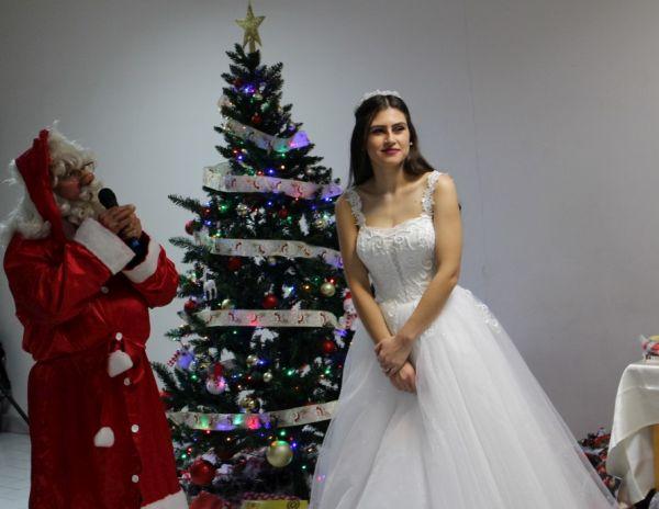 Дядо Коледа дойде в УМБАЛ Бургас и зарадва най-малките пациенти