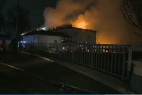 Голям пожар избухна в Областния психодиспансер в София (Обновена)