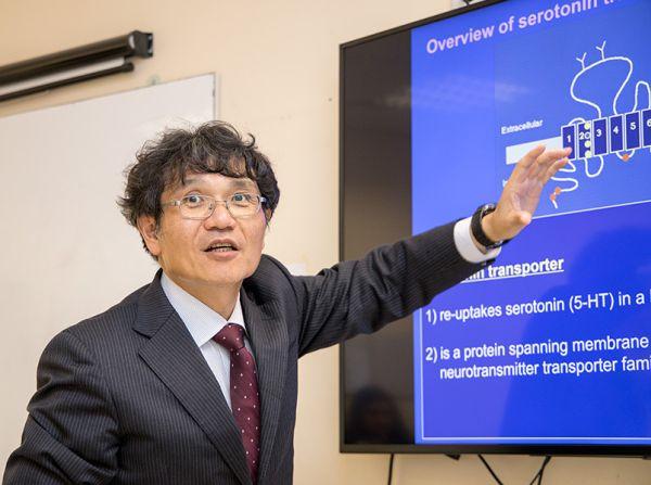 Трима преподаватели от Япония гостуваха като лектори в МУ - София