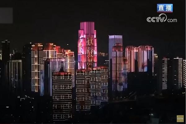Китай вдигна блокадата над Ухан със светлинно шоу (Видео)