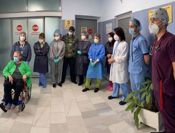 Изписаха пациент след 33 дни на апаратно дишане