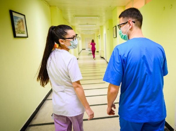 Студенти на МУ-Варна се отзоваха в помощ на лекарите на първа линия срещу COVID
