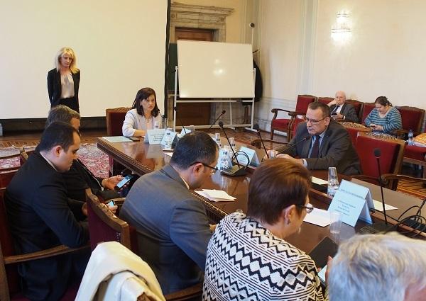 Депутатите отхвърлиха предложението плащанията при неблагоприятни условия да са записани в закон