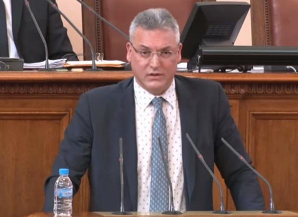 "БСП поиска да се прекрати ""терора на медиите"", показвали депутатите без маски"