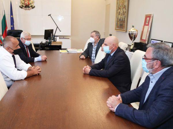 Премиерът Борисов отново поиска укрепване на болниците, които лекуват COVID-19