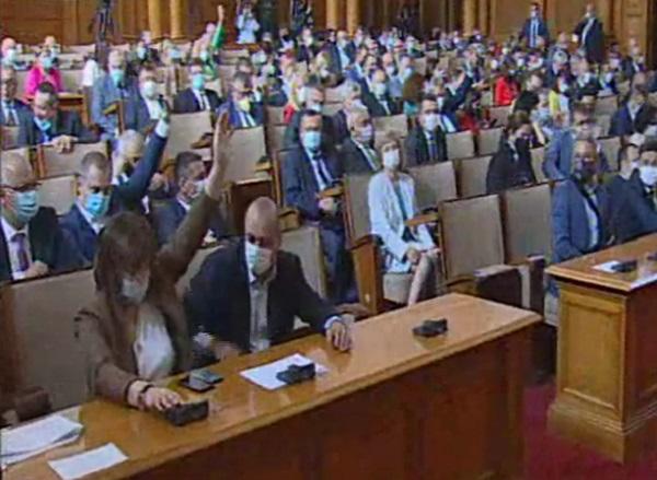 Спорът за Националната аптечна карта от здравната комисия се премести в зала