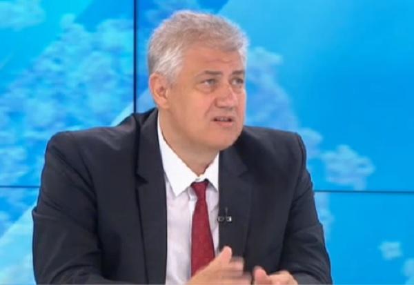 Проф. Балтов: Още не е отминала опасността от увеличение на случаите с COVID