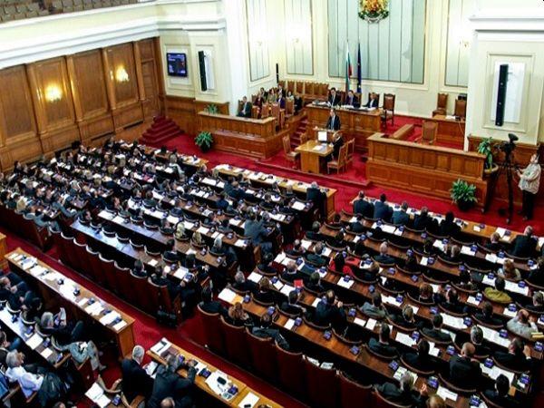 Парламентът гласува рокадите в Министерския съвет