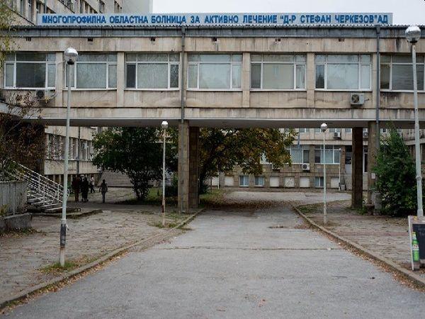 """Лекар дари близо 4000 лв. на хирургично звено в МОБАЛ """"Д-р Стефан Черкезов"""""""