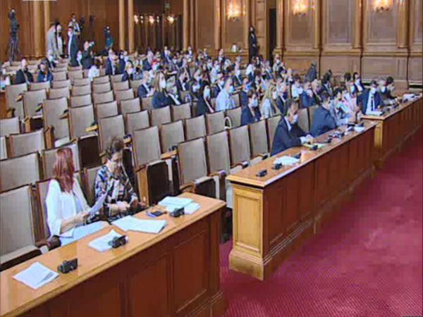 Парламентът ратифицира споразумението за купуване на ваксини срещу COVID от ЕС