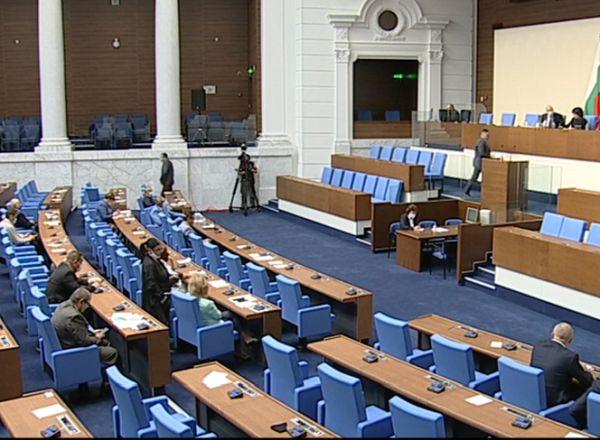 С пълно единодушие депутатите решиха на първо четене надлимитната дейност да бъде платена (Обновена)