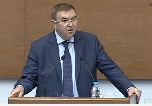 Министърът заяви на депутатите, че са лош пример, ходейки в НС без маски