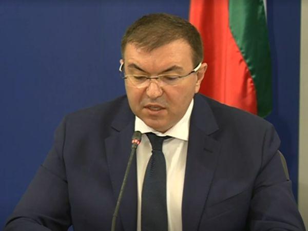 Министър Ангелов: 243 600 лица от здравния сектор ще са първите, на които ще се предложи ваксина срещу COVID-19 (Обновена)