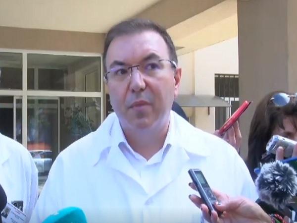 Здравният министър: Бум на желаещи за ваксина медици и учители