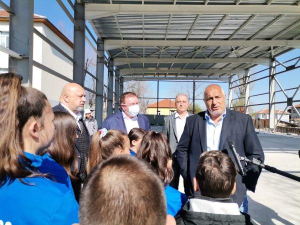 Премиерът Борисов: Осигурихме доставката на 2,7 милиона дози от ваксината на Пфайзер за България през следващите два месеца