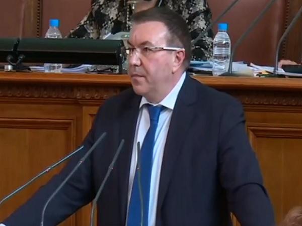 Проф. Ангелов от парламента: Лекарите знаят кой е бил до тях в трудните моменти