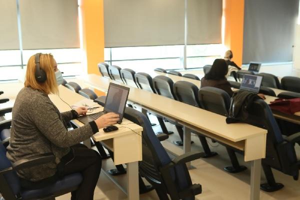 80 души се явиха на първия изпит за чуждестранни студенти в МУ-Пловдив