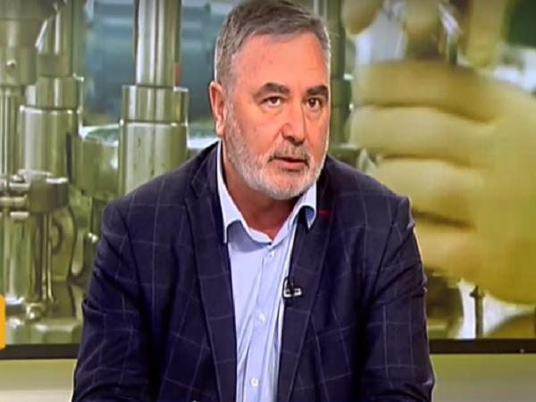 Доц. Кунчев: Това, което ми тежи, е политизирането на кризата