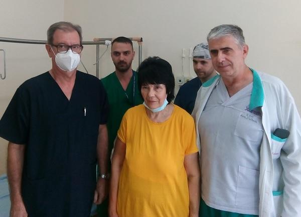 """В УМБАЛ """"Свети Георги"""" спасиха пациентка от адски болки и огромен костен тумор на ръката"""