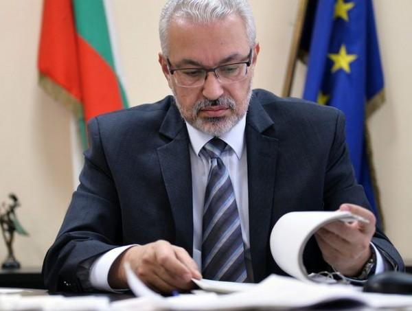 За опашка от проблеми в болниците заради лимитите предупреди министър Семерджиев