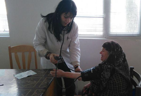 Дарители осигуряват безплатни медицински прегледи на възрастни хора в Северозападна България