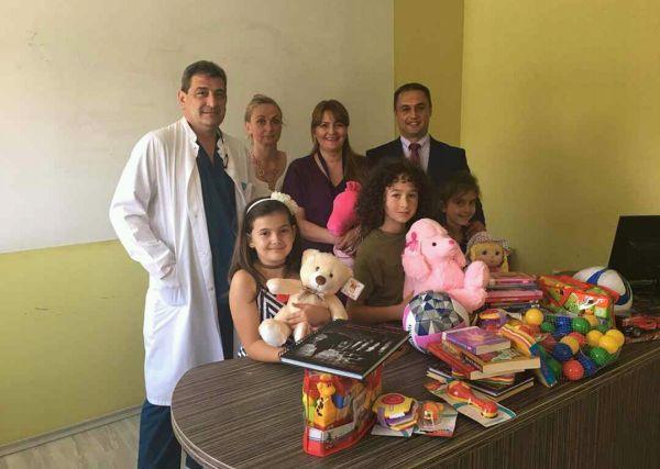 """Над 250 книжки получи детската хирургия в """"Пирогов"""" за новата си библиотека за деца"""