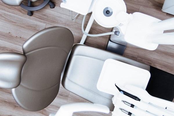 90-годишен зъболекар още практикува професията си