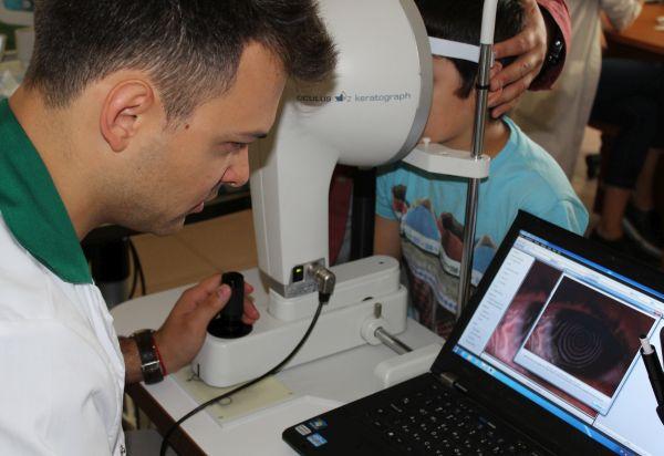 """Лекари от """"Александровска"""" имплантираха изкуствен ирис на дете"""