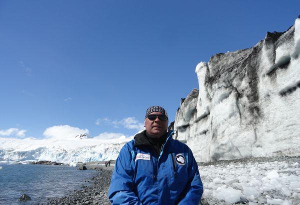 И на Антарктида, и в операционната най-важното умение е работата в екип