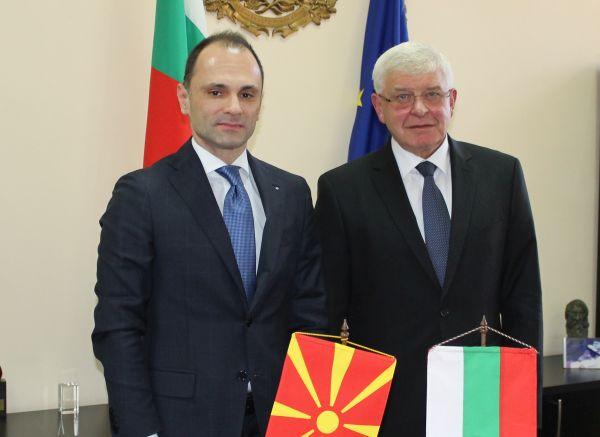 България ще помага на Македония за реформа в здравния сектор