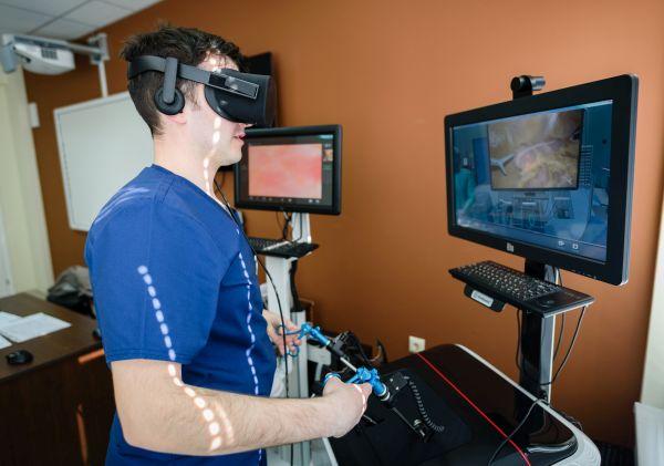 3D очила за виртуална реалност допълват обучението по хирургия в МУ-Варна