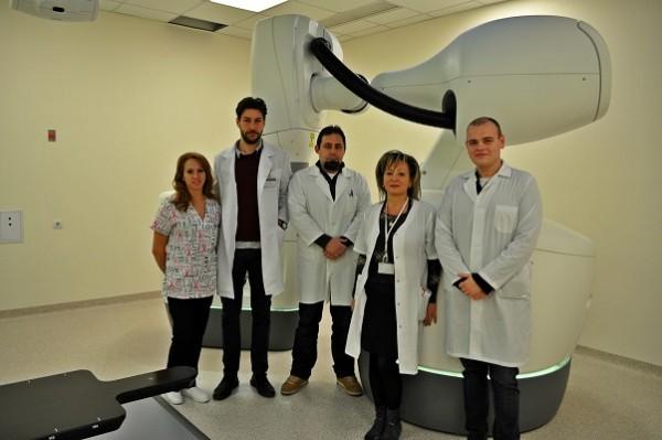 """В УМБАЛ """"Свети Георги"""" за първи път у нас проведоха лъчелечение с кибернож на тумори в подвижни органи"""