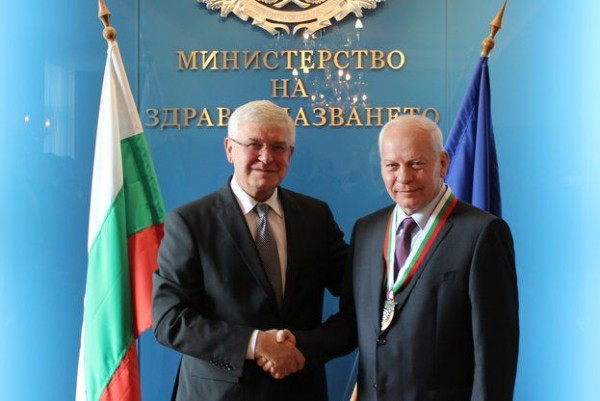 Удостоиха доц. Божидар Финков със златен почетен Знак на Министерството на здравеопазването