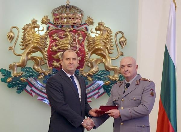 """Президентът удостои проф. Венцислав Мутафчийски със звание """"бригаден генерал"""""""
