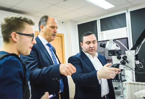 Водещи специалисти от Варна и Аахен ще правят съвместно проучване за лазерите в пародонтологията
