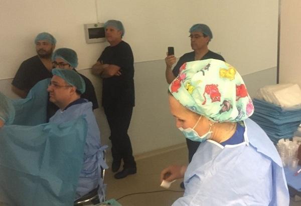 Уролози от Мексико, Венецуела и Уругвай наблюдаваха оперативна сесия в Хил клиник