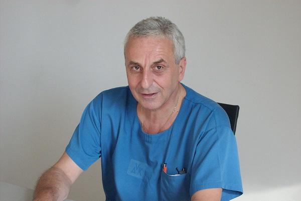 Управителят на болницата в Карлово е задържан да шофира пиян