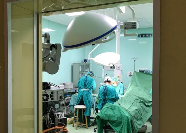 """Лекари от """"Софиямед"""" спасиха от пълно обездвижване ръката на млад мъж"""