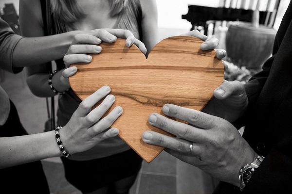 Лекари дариха средства в помощ на майка с онкологично заболяване