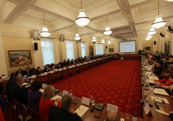 Здравната комисия се заема със стандарта за управление на болниците