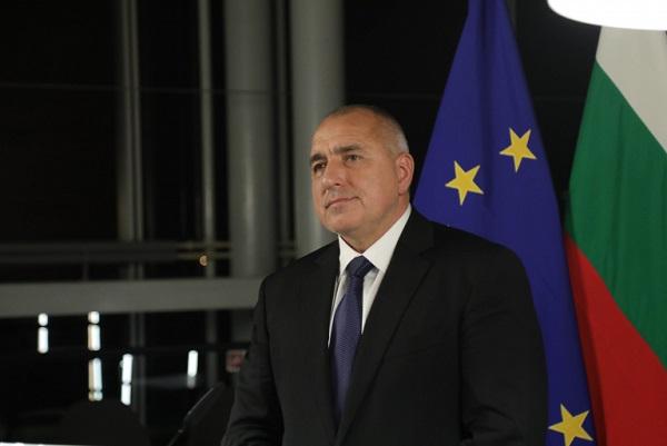Премиерът отхвърли идеята на Валери Симеонов за либерализиране на режима за пушене