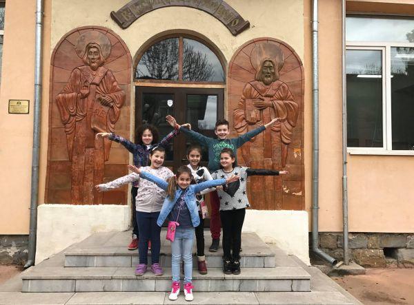 """Деца даряват апаратура за малките пациенти на """"Пирогов"""""""