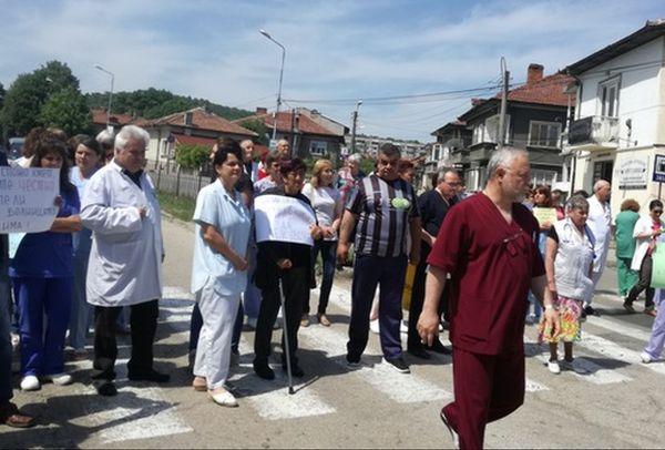 Медиците в Ловеч ще получат януарските си заплати