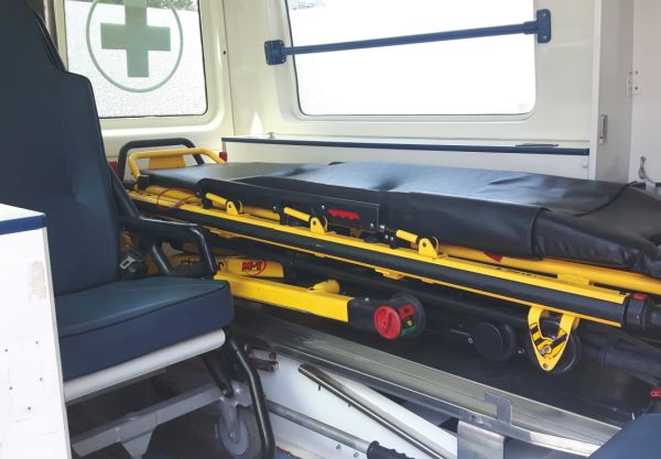 УМБАЛ Бургас получи като дарение линейка и 80 болнични легла